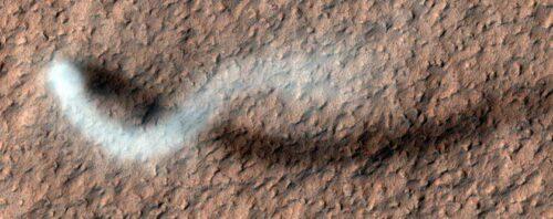 ناسا به تازگی از گردباد بسیار نادری در سطح مریخ عکسبرداری کرده است.