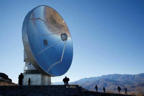 یکی از آرایه های رصدخانه رادیویی آلما