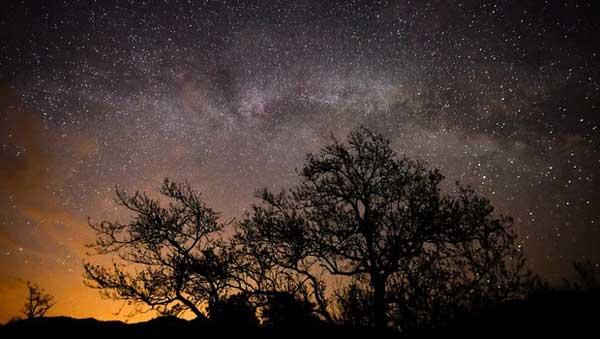 عکاسی نجومی با ردیاب ستارهای در آسمان تاریک