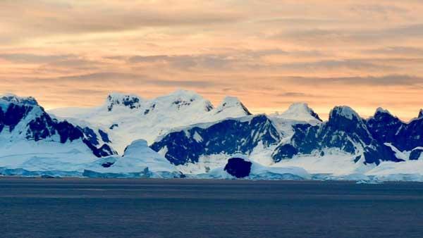 پادماده قطب جنوب